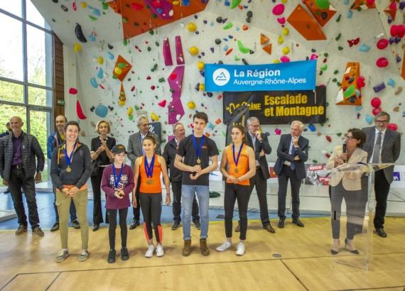 les meilleurs sportifs du club La Dégaine récompensés par Eric Gautier président du SIOL