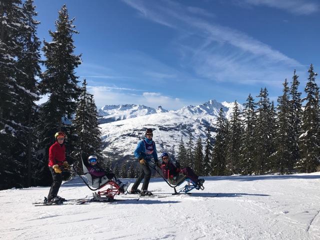 Démonstration de tandem ski par la ligue Handisport Aura