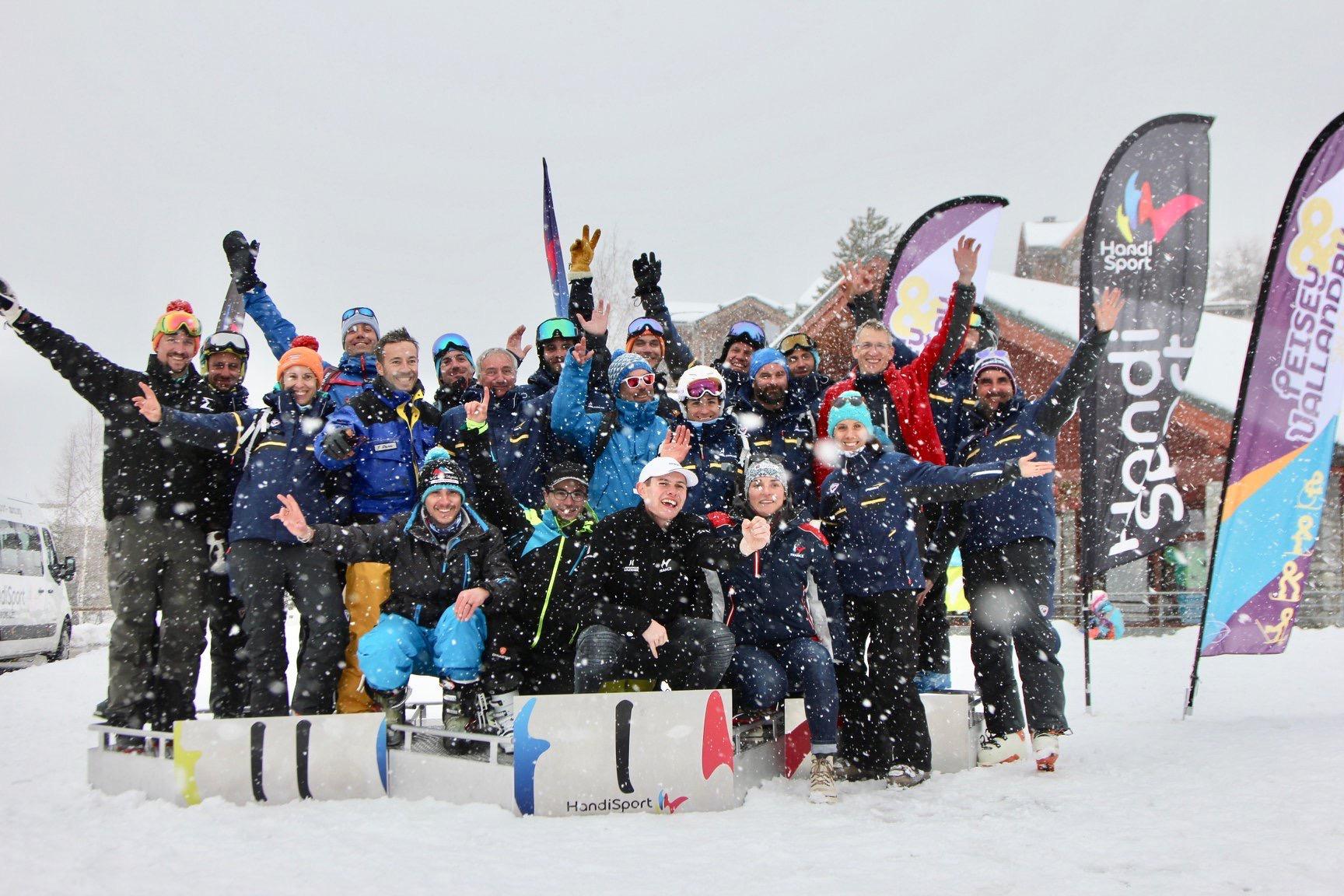 Toute l'équipe du groupe Poma partenaire de la ligue handisport lors des championnat de France Handiski 2020