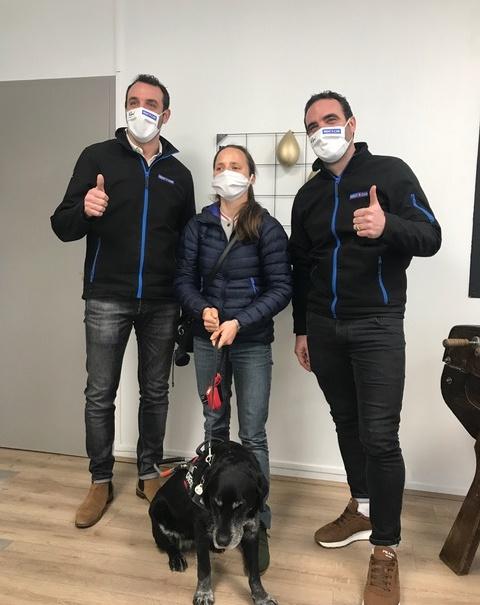 Pierre et Thomas de Parisot entourent Annouck Curzillat tri-athlète non-voyante