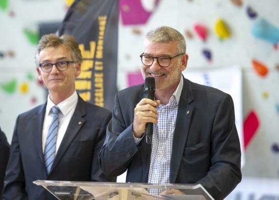 Eric Gautier président du SIOL  inauguration mur d'escalade La Dégaine